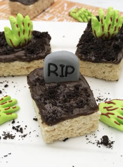 Kids crafts. Easy Halloween Rice Krispie treats for party