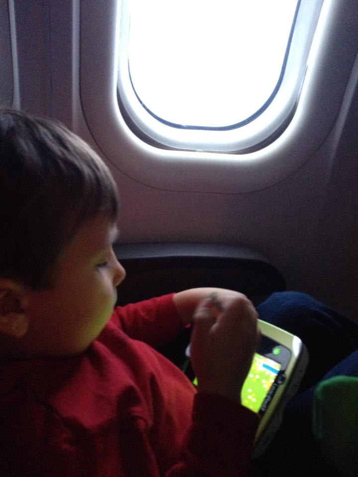 Easy tips for flying with kids over the holidays
