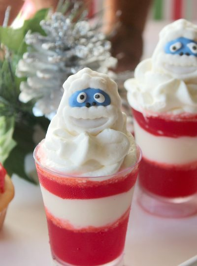 Fun, simple and easy to make, these Christmas Rudolph the Red Nosed Reindeer themed jello & pudding dessert cups are sure to be a hit with young and old alike!