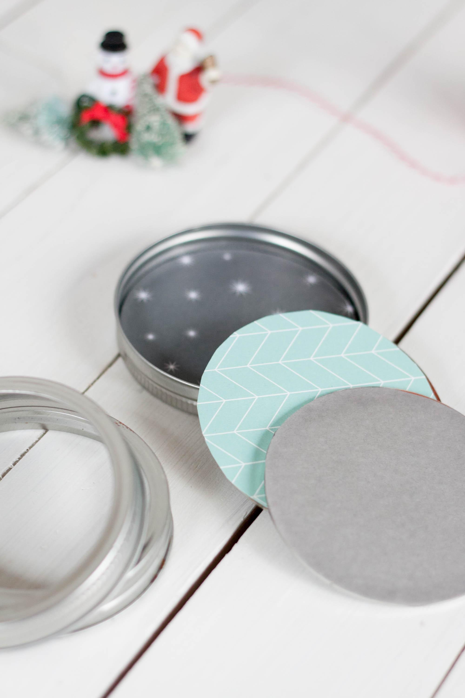 Fun diy Christmas ornament made from a mason jar lid